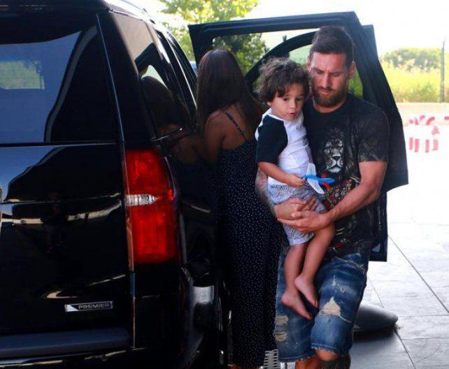 Messi llegó a Barcelona para sumarse a los entrenamientos