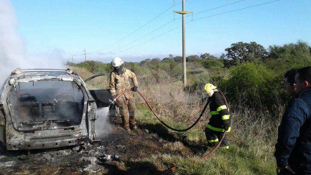 Un juez santafesino y sus hijas escaparon tras incendiarse su auto en la ruta 1