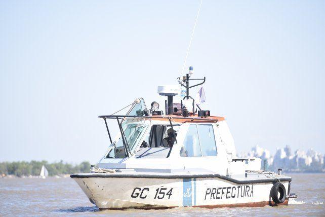Un muerto y cuatro desaparecidos tras un naufragio en el Paraná