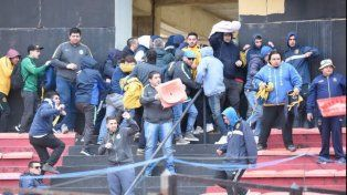 serios disturbios en el entretiempo del partido entre colon y central