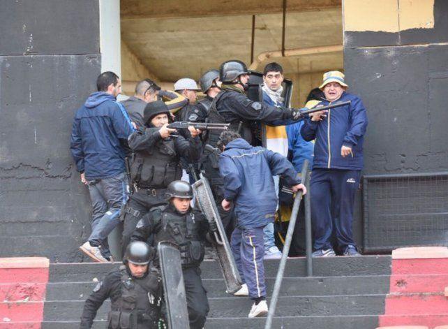 Serios disturbios en el entretiempo del partido entre Colón y Central