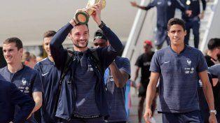 El campeón llegó a su país