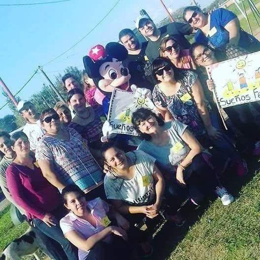 Solidarios. Este es el grupo de vecinos que impulsa la iniciativa.Fotos. Gentileza Sueños Felices.