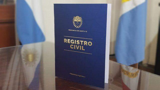 La provincia comienza con la entrega de las nuevas libretas de matrimonio