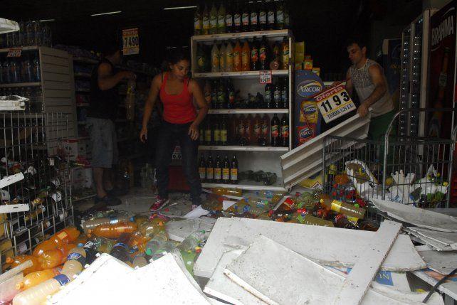 Postal. Negocios fueron saqueados ante la no presencia policial en zonas de Santa Fe