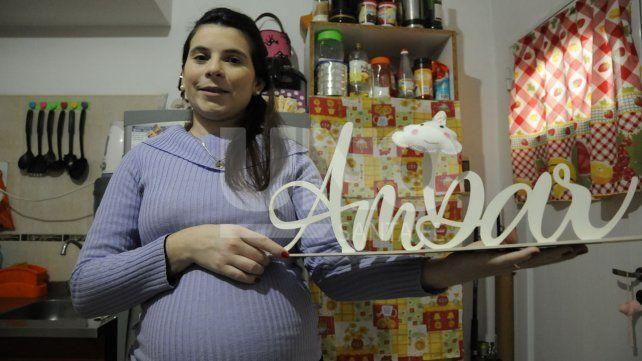 Karla Invinkelried perdió un embarazo de siete meses de gestación y así supo que tenía trombofilia. Hoy espera la llegada de su hija Ámbar.