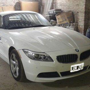 El auto del Fantasma Paz,BMW Z4, que fue encontrado en un galpón propiedad deldel Zurdo Villarroel, en Santa Fe.