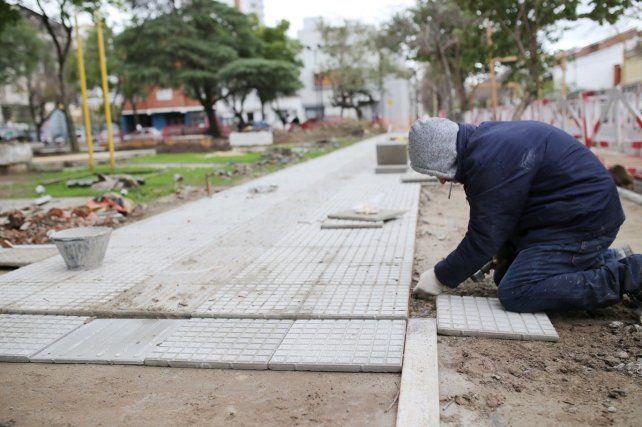 Avanzan los trabajos de puesta en valor de la plaza Pueyrredón