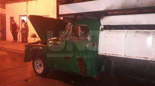 Quemacoches atacaron una camioneta abandonada en la vía pública