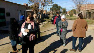 Un grupo de vecinos se reunieron esta mañanapara recibir a los medios y mostrar su pedido.
