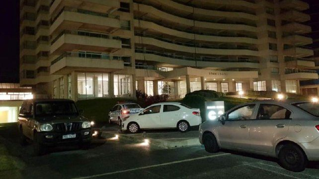 Una mujer y su hija de 4 años murieron al caer del piso 21 de una torre en Punta del Este