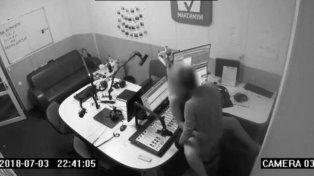 Una pareja tuvo sexo a escondidas en un estudio de radio, pero la cámara de seguridad lo registró en video