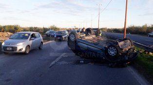 Una mujer y su hija protagonizaron un fuerte accidente en la Circunvalación