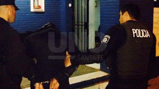 Los vecinos retuvieron a un joven que armado asaltó a varias personas