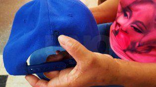Clave en la causa. La gorra que llevaba la niña que fue baleada en Santiago de Chile al 5600.