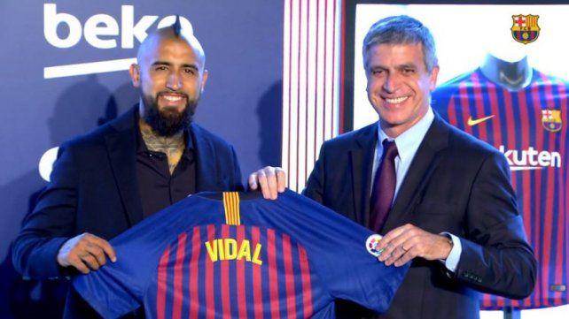 Barcelona presentó a Arturo Vidal