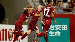 Iniesta se estrenó en las redes japonesas con un golazo