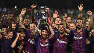 Messi alzó su primer trofeo como capitán del Barsa