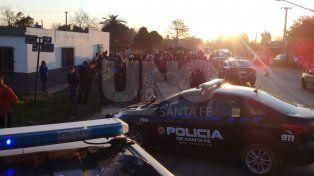 Una moto chocó contra una camioneta y embistió a varias personas: 10 heridos
