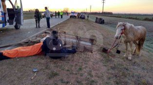 Chocó contra un carro y tres hombres resultaron heridos