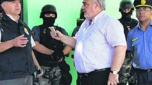 Tensión. El día que fuerzas policiales de Santa Fe allanaron en Goya, el gobernador de Corrientes se hizo presente de manera insólita.