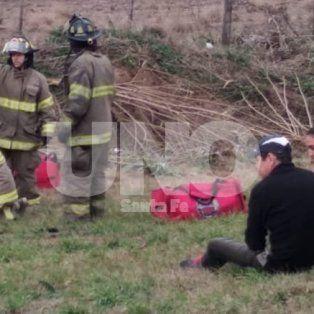 Una mujer muerta y cinco heridos al volcar un auto