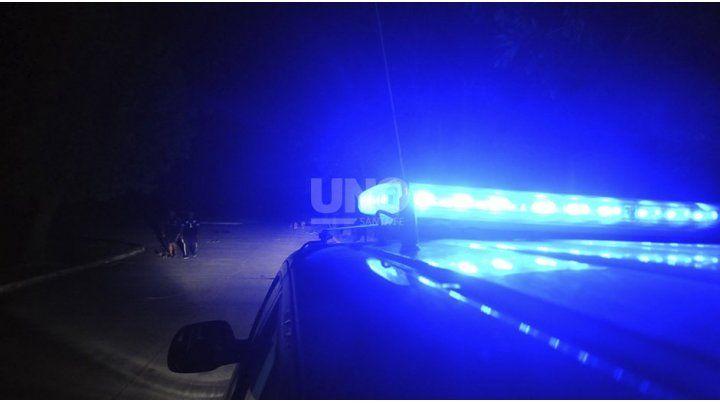 Una joven echó agua caliente y acuchilló a un policía en la comisaría de Rincón