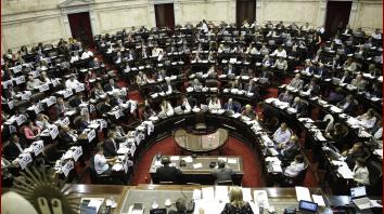 Los diputados suben sus sueldos con cada aumento de la nafta