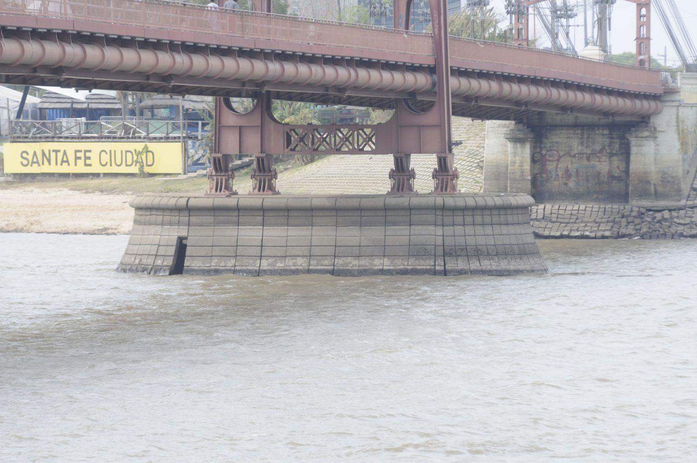 laguna setubal bajante del rio pilotes puente colgante