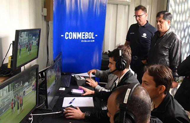 El VAR se prueba en cancha de Colón antes de jugar por la Sudamericana