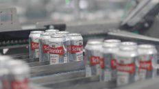 Elaboración. En la cervecería se envasan 60 mil latas por hora.