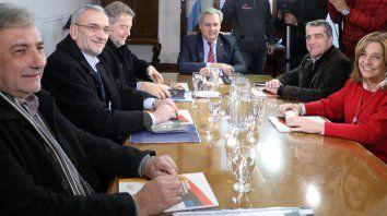 Encuentro. En la primera reunión estuvieron Rubén Michlig, Alcides Calvo, Roberto Mirabella, Pablo Farías, Armando Traferri y Silvina Frana.