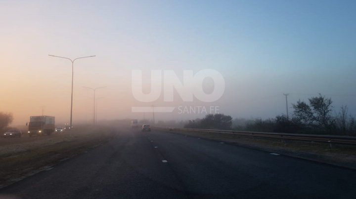 En la autopista se notaban los bancos de niebla.