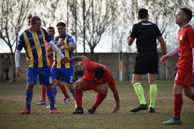 Con 40 años, Adrián Bastía sigue jugando