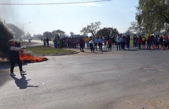 Cortes de ruta por el crimen de Diego Román.