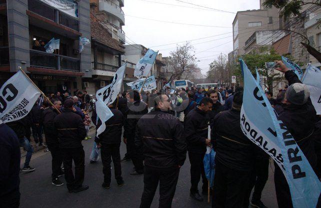 El corte de tránsito por la manifestación fue desde Boulevard hasta Santiago del Estero sobre San Jerónimo, y en Obispo Gelabert de 25 de Mayo hasta casi 9 de Julio.