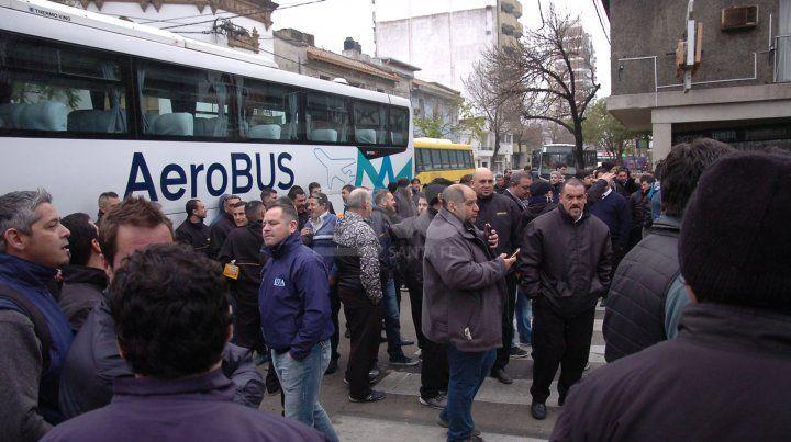 La protesta de los colectiveros se concentró en San Jerónimo y Obispo Gelabert.