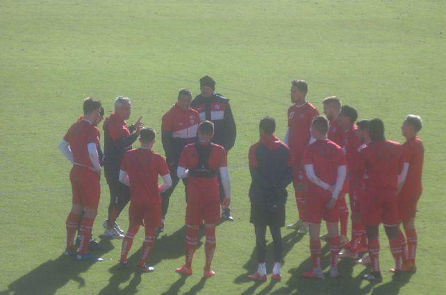 A una semana del debut, el probable equipo para jugar ante Racing