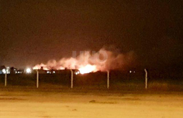 Las imágenes del impactante incendio de pastizales en el barrio privado Aires del Llano