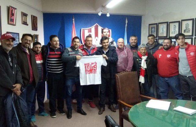 La agrupación Triunfo Tatengue, con Rodrigo Villarreal, en una obra benéfica para Unión.