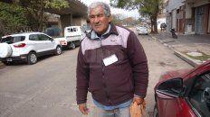 Miguel Ángel Cáceres trabaja sobre calle Laprida, al sur de Bulevar, hace 22 años.