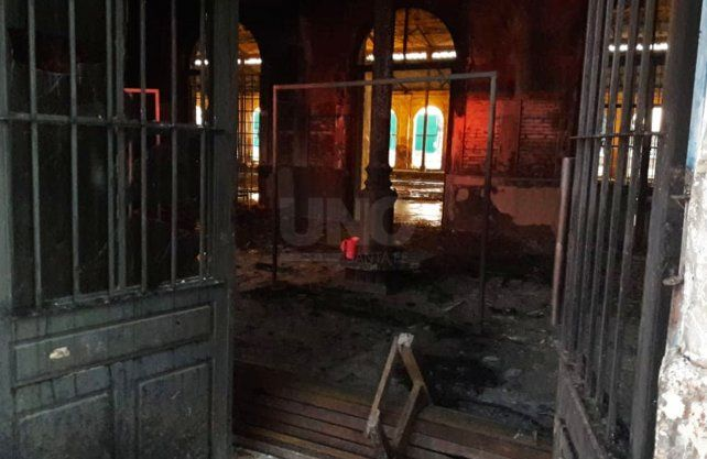 Imágenes del incendio del centro cultural El Birri.