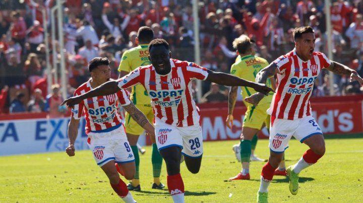 Unión debutó como local con un gran triunfo ante el subcampeón Defensa y Justicia
