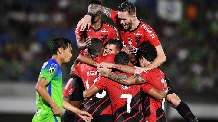 Con un gol de un ex-Colón, Paranaense ganó la Suruga Bank