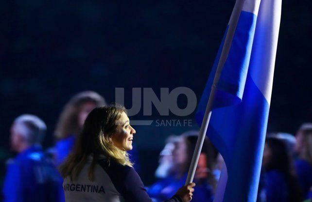 Delfina Pignatiello llevó la bandera Argentina