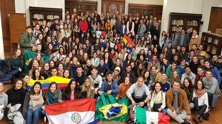 128 estudiantes de 13 países