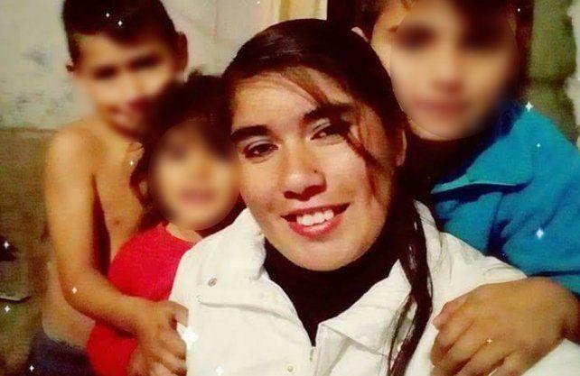 Silvia junto a sus hijos. Era buscada desde el 1 de agosto pasado.