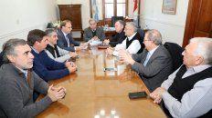 En casa de gobierno, senadores y ministros de Santa Fe estuvieron reunidos.