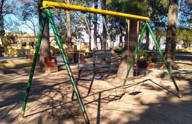 Se instalo el primer juego inclusivo en una plaza en Rincón