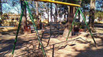 Se instaló el primer juego inclusivo en una plaza en Rincón